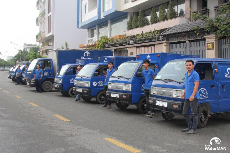 Đội ngũ xe tải hùng hậu sẵn sàng giao hàng bất cư lúc nào