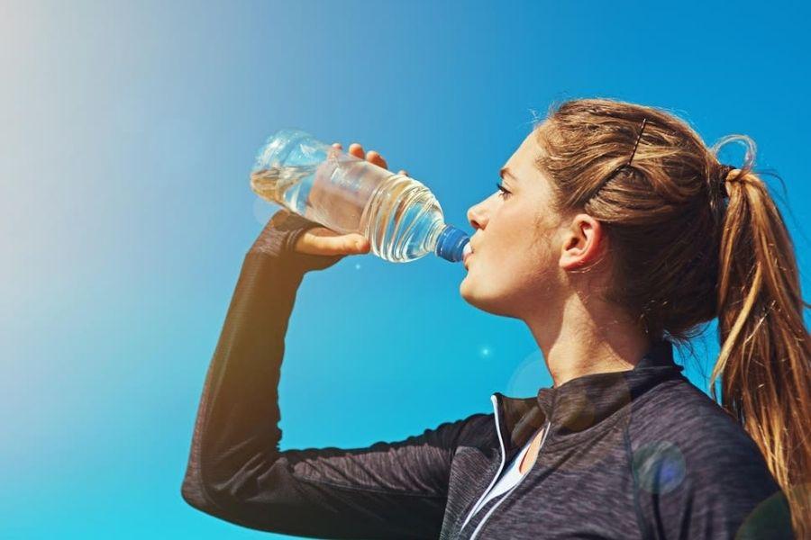 Mùa hè cần uống nhiều nước hơn